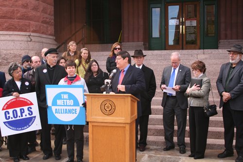 County Commissioners urge state lawmakers to expand Medicaid
